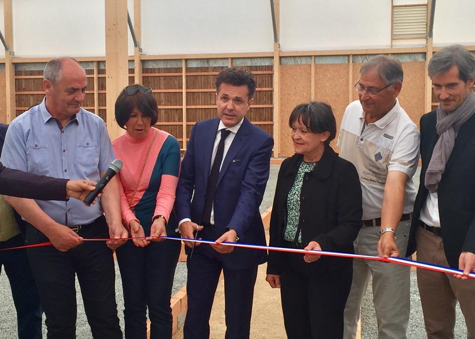 Inauguration officielle en présence du maire Christophe Béchu et de Roselyne Bienvenu, adjointe au Sports et aux Loisirs